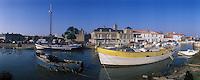 Europe/France/Pays de la Loire/85/Vendée/Ile de Noirmoutier/Noirmoutier-en-l'Ile : Bateaux de pêche sur le port et le château