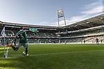 19.09.2020, wohninvest Weserstadion, Bremen, GER,  SV Werder Bremen vs Hertha BSC Berlin, <br /> <br /> <br />  im Bild<br /> <br /> feature Ludwig Augustinsson (Werder Bremen #05) tritt eine Ecke<br /> <br /> Foto © nordphoto / Kokenge<br /> <br /> DFL regulations prohibit any use of photographs as image sequences and/or quasi-video.