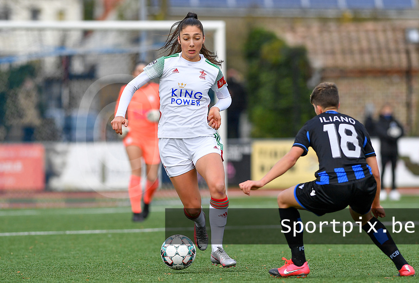 OHL's Amber Tysiak pictured trying to pass Isabelle Iliano (18 Brugge) during a female soccer game between Club Brugge Dames YLA and Oud Heverlee Leuven on the 8 th matchday of the 2020 - 2021 season of Belgian Scooore Womens Super League , saturday 21 th November 2020  in Knokke , Belgium . PHOTO SPORTPIX.BE | SPP | DAVID CATRY