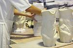 Proceso de creacion de ceramica en la fabrica de Sargadelos en Cervo, Lugo. Desmoldado.
