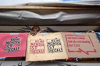 Schulstreik fuer Refugees.<br />Ca. 1.000 bis 1.200 Schulerinnen und Schueler demonstrierten am Donnerstag den 13. Februar 2014 in Berlin mit einem Schulstreik fuer ein Bleiberecht fuer Fluechtlinge und Abschiebungen von Asylsuchenden. Sie unterstuetzten damit die Lampedusa-Fluechtlinge, die seit ca. 1 1/2 Jahren auf dem Oranienplatz in Berlin-Kreuzberg campieren.<br />13.2.2014, Berlin<br />Copyright: Christian-Ditsch.de<br />[Inhaltsveraendernde Manipulation des Fotos nur nach ausdruecklicher Genehmigung des Fotografen. Vereinbarungen ueber Abtretung von Persoenlichkeitsrechten/Model Release der abgebildeten Person/Personen liegen nicht vor. NO MODEL RELEASE! Don't publish without copyright Christian-Ditsch.de, Veroeffentlichung nur mit Fotografennennung, sowie gegen Honorar, MwSt. und Beleg. Konto:, I N G - D i B a, IBAN DE58500105175400192269, BIC INGDDEFFXXX, Kontakt: post@christian-ditsch.de]