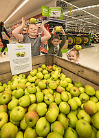 George, 6, Edward, 5 and Heidi Johnson, 2 with their free Bramley Apples