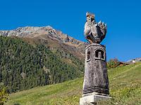 Holz-Skulptur bei Guarda, Scuol, Unterengadin, Graubünden, Schweiz, Europa<br /> wooden sculpture near Guarda, Scuol, Engadine, Grisons, Switzerland