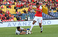 BOGOTÁ- COLOMBIA, 01-09-2019:Jefferson Duque (Der.) jugador del Independiente Santa Fe    disputa el balón contra David Gonzalez  (Izq.) jugador del Independiente Medellín durante partido por la fecha 9 de la Liga Águila II  2019 jugado en el estadio Nemesio Camacho El Campín  de la ciudad de Bogotá. /Jefferson Duque (R) player of Independiente Santa Fe  fights for the ball  against of David Gonzalez (L) player of Independiente Medellin  during the match for the date 9 of the Liga Aguila II 2019 played at the Nemesio Camacho El Campin  stadium in Bogota city. Photo: VizzorImage / Felipe Caicedo / Staff