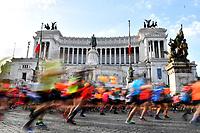 Atleti in Piazza Venezia. Athletes in Venice square <br /> Roma 08-04-2018 <br /> Rome Marathon 2018 - Maratona di Roma 2018 <br /> Foto Andrea Staccioli/Insidefoto