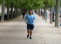 16th May 2020, London, England;  Runner running towards Buckingham Palace on the mall while not wearing gloves or a mask