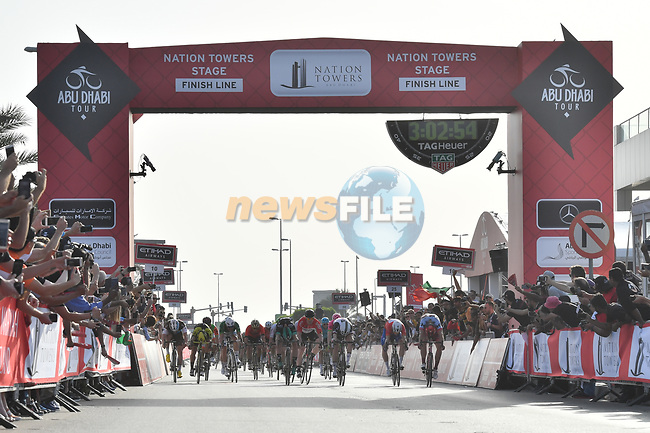 Phil Bauhaus (GER) Team Sunweb wins Stage 3 of the 2018 Abu Dhabi Tour from Marcel Kittel (GER) Team Katusha-Alpecin, Nation Towers Stage running 133km from Nation Towers to Big Flag, Abu Dhabi, United Arab Emirates. 23rd February 2018.<br /> Picture: LaPresse/Massimo Paolone | Cyclefile<br /> <br /> <br /> All photos usage must carry mandatory copyright credit (© Cyclefile | LaPresse/Massimo Paolone)