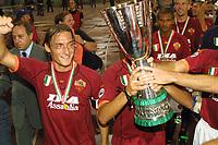 Totti Esultanza con la coppa<br /> <br /> Roma 19/8/2009 Supercoppa Italiana<br /> <br /> Roma Fiorentina 3-0<br /> <br /> Foto Andrea Staccioli Insidefoto