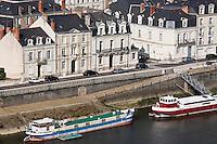 Europe/France/Pays de la Loire/49/Maine-et-Loire/ Angers: Péniches  et maisons sur la  rive droite de la Maine Quai des Carmes
