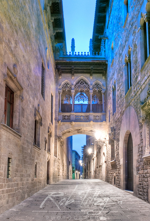 Europe, Spain, Catalonia, Barcelona, Gothic Quarter, Alleyway