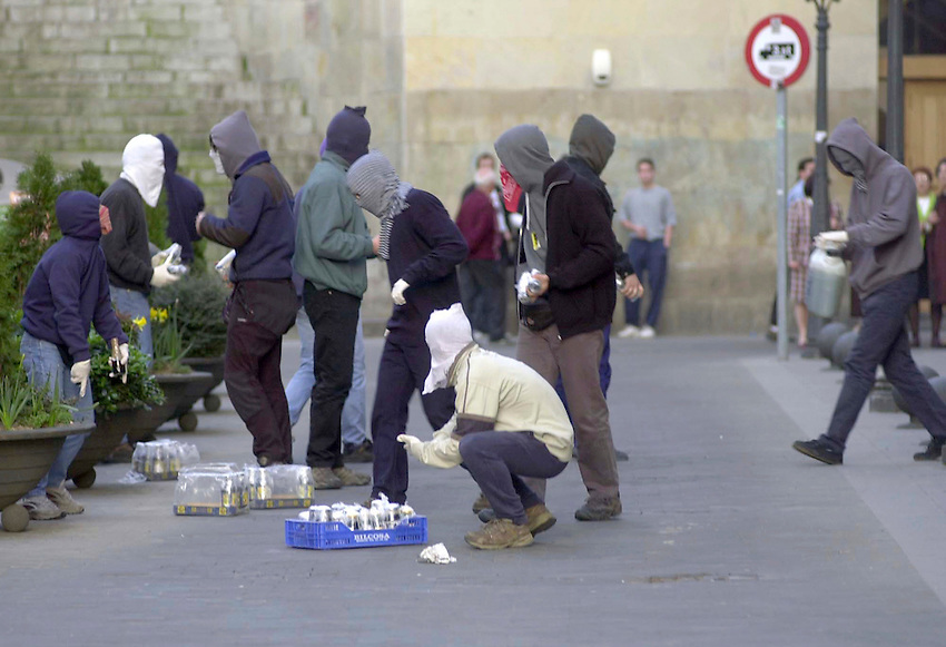 Youth hooded in Bilbao. 2001- 03- 17..Photo: Ander Gillenea.