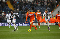 Pictured: Gylfi Sigurdsson of Swansea (C) followed by Youssouf Mulumbu (L) and James Morrison (R) of West Bromwich. Saturday, 04 February 2012<br /> Re: Premier League football, West Bromwich Albion v Swansea City FC v at the Hawthorns Stadium, Birmingham, West Midlands.