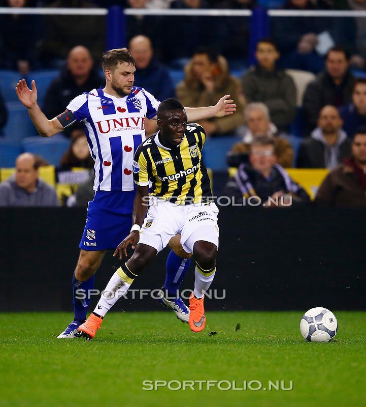 Nederland, Arnhem, 13 februari 2016<br /> Eredivisie<br /> Seizoen 2015-2016<br /> Vitesse-SC Heerenveen <br /> Marvelous Nakamba (r.) van Vitesse in actie met bal. Links Joey van den Berg van SC Heerenveen.