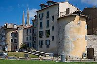France, Aquitaine, Pyrénées-Atlantiques, Pays Basque, Bayonne: La Tour Vieille-Boucherie  et les flèches de  la Cathédrale Sainte-Marie // France, Pyrenees Atlantiques, Basque Country, Bayonne:   Vieille-Boucherie tower
