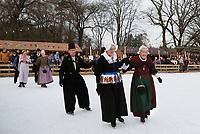 Nederland - Arnhem - 17 december 2017 .  Op 16 en 17 december vond Landleven Winter plaats in het Nederlands Openluchtmuseum. Schoonrijden in klederdracht.     Foto Berlinda van Dam / Hollandse Hoogte
