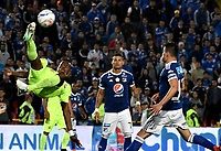 BOGOTÁ - COLOMBIA, 02–05-2018: Ayron del Valle (Cent.) y Cristian Huérfano (Der,) jugadores de Millonarios disputan el balón con Camilo Mancilla (Izq.) jugador de Envigado F. C., durante partido aplazado de la fecha 16 entre Millonarios y Envigado F. C., por la Liga Aguila I 2018, jugado en el estadio Nemesio Camacho El Campin de la ciudad de Bogotá. / Felipe Ayron del Valle (C) and Cristian Huérfano (R) players of Millonarios vie for the ball with Camilo Mancilla (L) player of Envigado F. C., during a posponed match of the 16th date between Millonarios and Envigado F. C., for the Liga Aguila I 2018 played at the Nemesio Camacho El Campin Stadium in Bogota city, Photo: VizzorImage / Luis Ramírez / Staff.