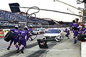 #11: Denny Hamlin, Joe Gibbs Racing, Toyota Camry Federal Express pit stop