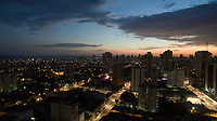 Finda mais um dia em Belém.<br /><br />Nuvens de chuva chegam sobre a cidade.<br /><br />Belém, Pará, Brasil.<br />©Paulo Santos<br />06/07/2018