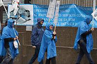 Manifestation des Changeurs du métro de Montréal, <br /> le mardi 15 Avril 2014, <br /> <br /> Quelques centaines de changeurs, pancartes à la main, ont manifesté bruyamment,contre les coupures de postes, devant les bureaux administratifs de la STM.<br /> <br /> PHOTO : Agence Quebec Presse