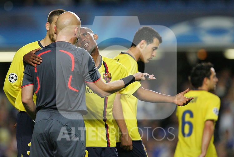 Samuel Eto'o pleads with the referee after he sends of Eric Abidal during the UEFA Champions League Semi Final Second Leg match between Chelsea and Barcelona at Stamford Bridge on May 6, 2009 in London, England.