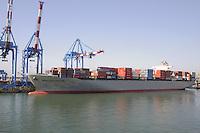 - porto di  Genova, nave portacontainer<br /> <br /> - Genoa port, container ship