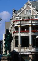 Norwegen, Oslo, Theatercaféen im Hotel Continental, Statue Ibsen