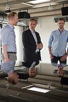 Berlins Buergermeister Michael Mueller (Bildmitte) besuchte am Montag den 8. Juni 2015 die IT-Abteilung des Online-Modeunternehmen Zalando in Berlin. Er lies sich von den Zalando-Vorstandsmitgliedern Rubin Ritter (links im Bild) und David Schneider (rechts im Bild) die Plaene der Firma fuer die kommenden Jahre erklaeren.<br /> 8.6.2015, Berlin<br /> Copyright: Christian-Ditsch.de<br /> [Inhaltsveraendernde Manipulation des Fotos nur nach ausdruecklicher Genehmigung des Fotografen. Vereinbarungen ueber Abtretung von Persoenlichkeitsrechten/Model Release der abgebildeten Person/Personen liegen nicht vor. NO MODEL RELEASE! Nur fuer Redaktionelle Zwecke. Don't publish without copyright Christian-Ditsch.de, Veroeffentlichung nur mit Fotografennennung, sowie gegen Honorar, MwSt. und Beleg. Konto: I N G - D i B a, IBAN DE58500105175400192269, BIC INGDDEFFXXX, Kontakt: post@christian-ditsch.de<br /> Bei der Bearbeitung der Dateiinformationen darf die Urheberkennzeichnung in den EXIF- und  IPTC-Daten nicht entfernt werden, diese sind in digitalen Medien nach §95c UrhG rechtlich geschuetzt. Der Urhebervermerk wird gemaess §13 UrhG verlangt.]