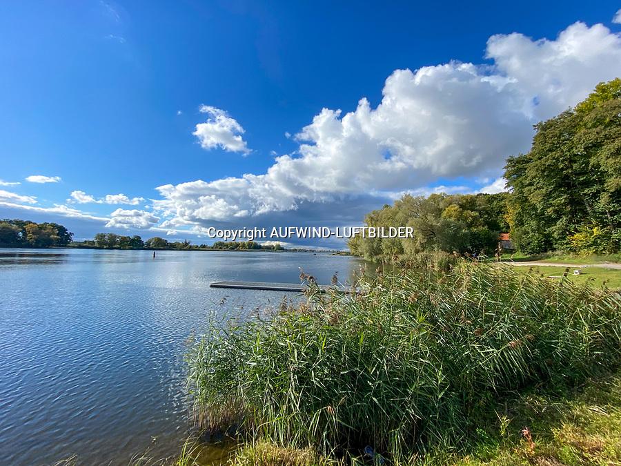 Elbe bei Lauenburg: EUROPA, DEUTSCHLAND, SCHLESWIG- HOLSTEIN, Lauenburg, (GERMANY), 17.10.2020:Elbe bei Lauenburg