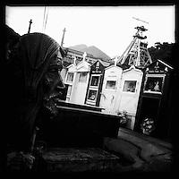 Bergarbeiterstreik in Spanien.<br />Friedhof neben einer geschlossenen Mine in El Entrego in der spanischen Provinz Asturien.<br />3.7.2012, El Entrego/Asturien/Spanien<br />Copyright: Christian-Ditsch.de<br />[Inhaltsveraendernde Manipulation des Fotos nur nach ausdruecklicher Genehmigung des Fotografen. Vereinbarungen ueber Abtretung von Persoenlichkeitsrechten/Model Release der abgebildeten Person/Personen liegen nicht vor. NO MODEL RELEASE! Don't publish without copyright Christian-Ditsch.de, Veroeffentlichung nur mit Fotografennennung, sowie gegen Honorar, MwSt. und Beleg. Konto:, I N G - D i B a, IBAN DE58500105175400192269, BIC INGDDEFFXXX, Kontakt: post@christian-ditsch.de.<br />Urhebervermerk wird gemaess Paragraph 13 UHG verlangt.]