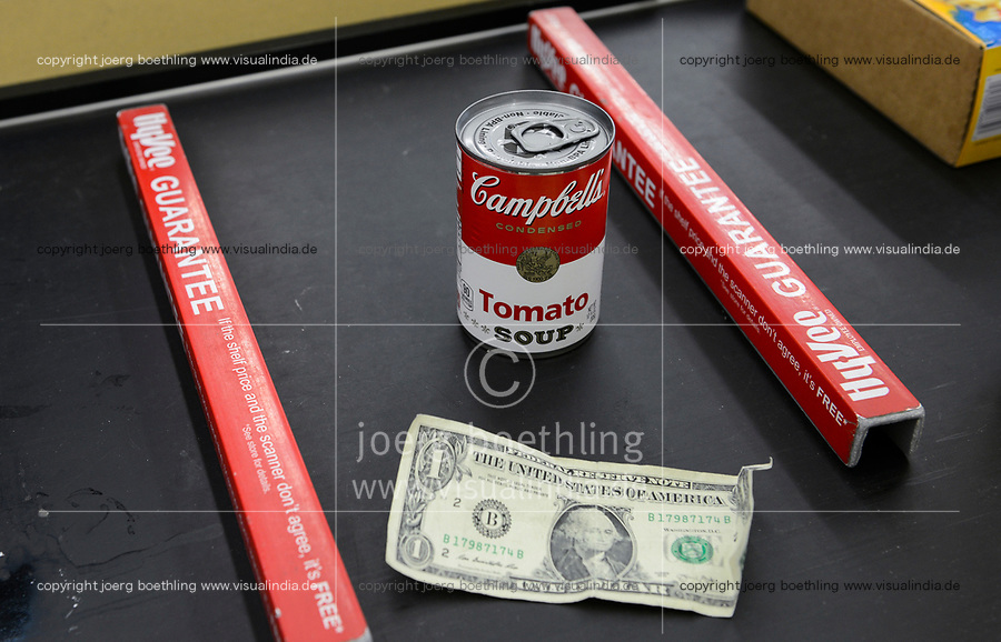 USA, Nebraska, Omaha, Hi-Vee Supermarket, Campbells canned Tomato Soup