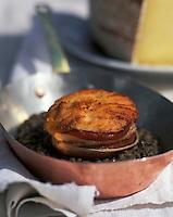 """Europe/France/Auvergne/15/Cantal/Vic-sur-Cère: Pavé de saumon aux lentilles et cantal doux - Recette d'Eric Bouyssou de l'hôtel-restaurant """"Bel Horizon"""""""