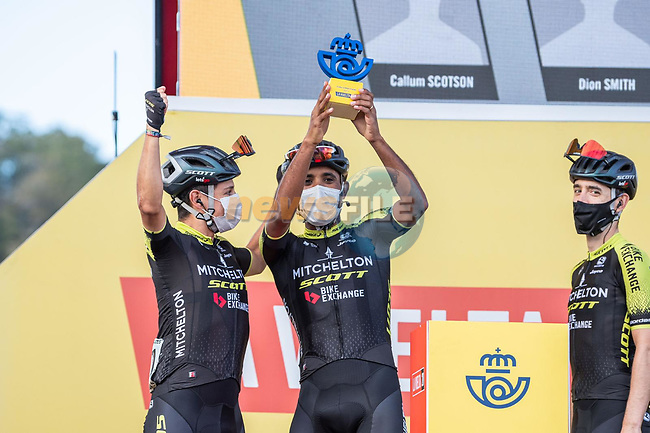 Mitchelton-Scott leading team of yesterday's stage at sign on before the start of Stage 11 of the Vuelta Espana 2020 running 170km from Villaviciosa to Alto de la Farrapona, Spain. 31st October 2020.<br /> Picture: Unipublic/BaixauliStudio | Cyclefile<br /> <br /> All photos usage must carry mandatory copyright credit (© Cyclefile | Unipublic/BaixauliStudio)