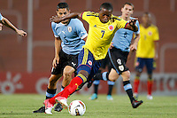 MENDOZA -ARGENTINA- 23-01-2013: Mauricio Cuero  (Cent.) de Colombia, disputa el balón Jim Morrison Varela  (Izq.) y Fabricio Formiliano (Der.) de Uruguay, durante partido entre los seleccionados de Colombia y Uruguay en el estadio Las Malvinas de Mendoza Argentina,  enero  23 de 2013. En partido por el Suramericano Sub 20, clasificatorio al mundial en Turquia.  Mauricio Cuero  (C) from Colombia, fights for the ball with balón Jim Morrison Varela (L) and Fabricio Formiliano (R)  from Uruguay, during the match between Colombia and Uruguay in the stadium The Falklands in Mendoza, Argentina, on January 23, 2013.In South American game for the Under 20, qualifying to Turkey world cup.  (Photo: Photosport/Photogamma / VizzorImage)..