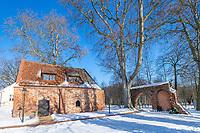 Backsteintor und Torkapelle von Kloster Lehnin im Winter, Kloster Lehnin, Potsdam-Mittelmark, Brandenburg, Deutschland