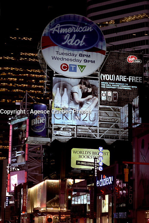 Toronto (ON) CANADA, April 21, 2007....Giant Advertising billboard on Yonge Street at Night....    photo by Pierre Roussel - Images Distribution