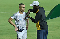 CALI - COLOMBIA, 20-02-2020: Clodoaldo Paulino de Lima asistente técnico del Atlético da instrucciones a Jesus Correa durante partido de ida por la primera ronda de clasificación de la Copa BetPlay DIMAYOR 2020 entre Atlético F.C. y Real Cartagena jugado en el estadio Pascual Guerrero de la ciudad de Cali. / Clodoaldo Paulino de Lima coach assistant of Atletico gives directions to Jesus Correa during first leg match for the first round of classification as part of BetPlay DIMAYOR Cup 2020 between Atlético F.C. and Real Cartagena played at Pascual Guerrero stadium in Cali. Photo: VizzorImage / Gabriel Aponte / Staff