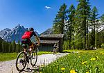 Italy, South Tyrol (Trentino - Alto Adige), near Sexten, district Moos: the picturesque Fischleintal (Val Fiscalina) at Drei Zinnen Nature Park (Parco Naturale Tre Cime), side valley of Sexten Valley (Valle di Sesto) - and Sexten Dolomites (Dolomiti di Sesto) La meridiana di Sesto with summit Einserkofel (Cima Una) | Italien, Suedtirol, bei Sexten, Ortsteil Moos: das malerische Fischleintal im Naturpark Drei Zinnen - ein Nebental des Sextentals - vor den Gipfeln der Sextener Sonnenuhr mit dem Einserkofel