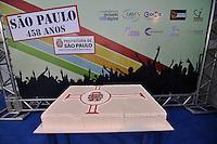 SAO PAULO, SP, 25 DE JANEIRO DE 2012 - ANIVERSÁRIO DE SÃO PAULO - O aniversário da cidade de São Paulo foi comemorado nesta quarta feira (25) com diversos shows no Vale do Anhangabaú, centro da Capital.niversario da cidade. Na foto: Bolo de A (FOTO: LEVI BIANCO - NEWS FREE)