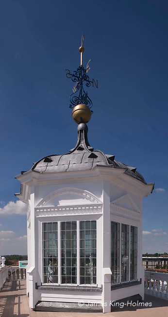 The lantern or cupola on the roof of the County Hall (now a museum) at Abingdon-on-Thames, Oxfordshire.It carries a weather-vane on the top and provides access to the roof for visitors to the museum. Abingdon was situated in the county of Berkshire, but under  local government re-organisation in 1974 it was transferred to Oxfordshire. Abingdon was situated in the county of Berkshire, but under  local government re-organisation in 1974 it was transferred to Oxfordshire.