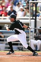 February 25, 2009:  Third baseman Joe Inglett (1) of the Toronto Blue Jays during a Spring Training game at Dunedin Stadium in Dunedin, FL.  The New York Yankees defeated the Toronto Blue Jays 6-1.   Photo by:  Mike Janes/Four Seam Images