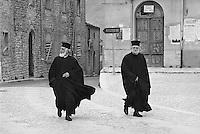 - Palazzo Adriano (Palermo), Christian orthodox priests  (April 1983)....- Palazzo Adriano (Palermo), sacerdoti cristiani ortodossi  (aprile 1983)..