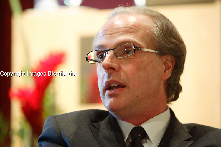 ALAIN GIGUERE, PRESIDENT OF CROP AT THE CANADIAN CLUB OF   MONTREAL'S PODIUM talk about<br />  Quebec's social choices:<br />     What do Quebecers think?<br />     What do Generations X and Y think?<br /> photo : (c)  Images Distribution