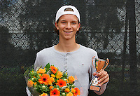 10-08-13, Netherlands, Rotterdam,  TV Victoria, Tennis, NJK 2013, National Junior Tennis Championships 2013,  Prize giving, Guus Koevermans<br /> <br /> Photo: Henk Koster