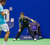 Rotterdam, Netherlands, December 17, 2015,  Topsport Centrum, Lotto NK Tennis, Linesman Wesley de Leeuw  (NED)<br /> Photo: Tennisimages/Henk Koster