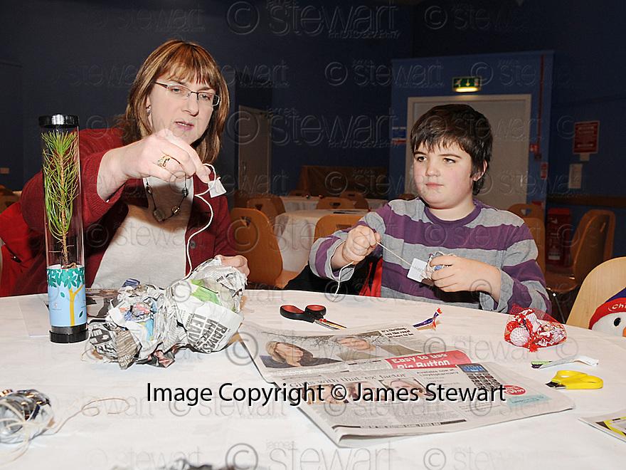 14/12/2010   Copyright  Pic : Lisa Ferguson / JSP.003_christmas_seminar_2010  .::  FALKIRK COUNCIL ::  LITTER STRATEGY :: CHRISTMAS SEMINAR 2010 :: CHRISTMAS DECORATIONS ARE MADE FROM LITTER ::.