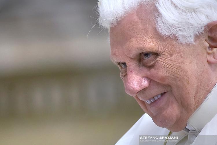 Pope Benedict XVI general audience in Saint Peter's Square; 29 april 2009.. December. 25, 2007.. .