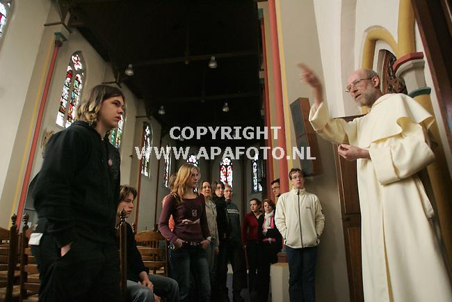 Huissen, 100307<br /> De Dominicaner kloosterling , Theo Koster, met 55 jaar de jongste monnik in het klooster en tevens studentenpastor in Nijmegen. Zal hij een groep jongeren uit het bisdom Den Bosch rondleiden in het Dominicaans klooster. <br /> Foto: Sjef Prins - APA Foto