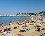 France, Côte d'Azur, Cavalaire-sur-mer: crowded beach | Frankreich, Côte d'Azur, Cavalaire-sur-mer: gut besuchter Strand