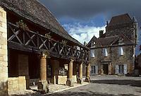 Europe/France/Aquitaine/24/Dordogne/Vallée de la Dordogne/Périgord/Périgord noir/Domme: place de la Halle