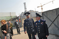 - 20 years from the nuclear incident of Chernobyl, officers of Ukraina Armed Forces in visit to the reactor number 4, place of the catastrophe....- 20 anni dall'incidente nucleare di Chernobyl, ufficiali delle forze armate dell'Ukraina in visita al reattore numero 4, luogo della catastrofe
